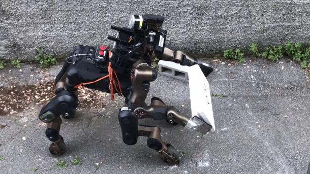 Rettungsroboter Centauro verbindet Pferd und Mensch