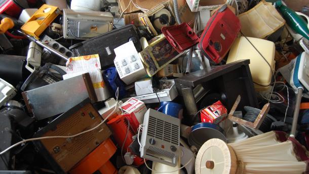 Neuregelung beim Recycling: Wenn Blinkschuhe zu Elektroschrott werden
