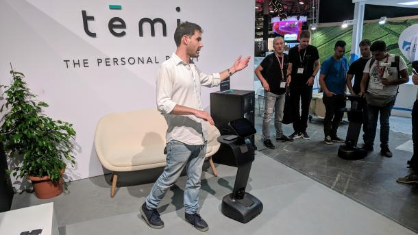 Roboter Temi im Hands-on: Ein fahrendes Tablet für 1500 Dollar