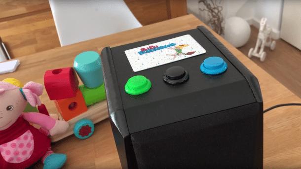 Lautsprecherbox mit drei Knöpfen und RFID-Karte mit Bibi Blocksberg-Aufdruck