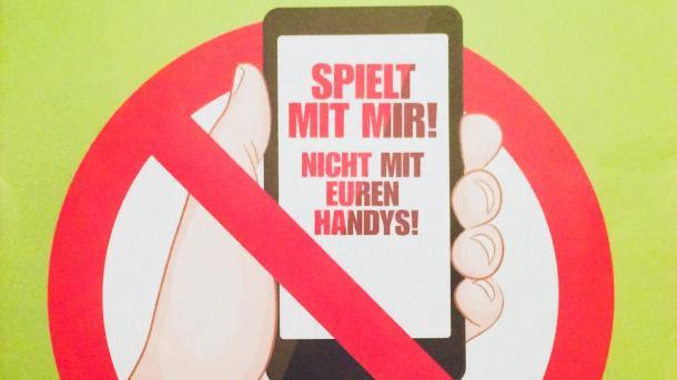 Kinder-Demo gegen den Handy-Konsum ihrer Eltern