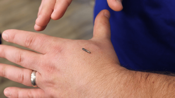 Mitarbeiter nach einem Jahr zufrieden mit Tests von implantierten RFID-Chips