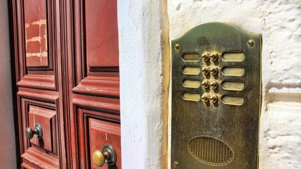 Anonymer Wohnen mit DSGVO: Wiener Mieter kriegen Klingelschilder ohne Namen