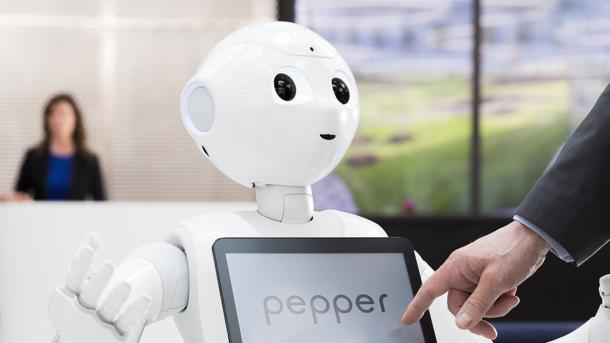Smalltalk mit Luna – Unternehmen testen Roboter im Kundenkontakt