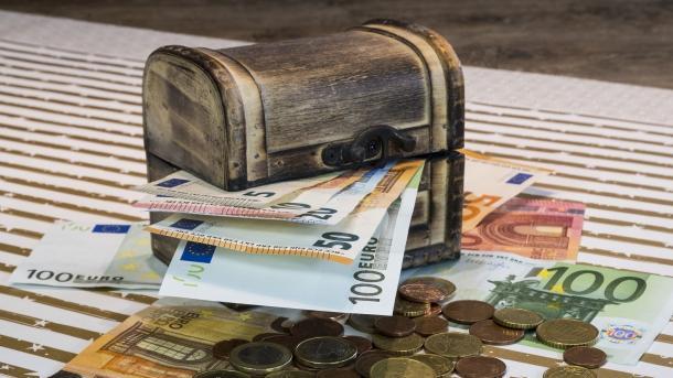 Kistchen mit Geld