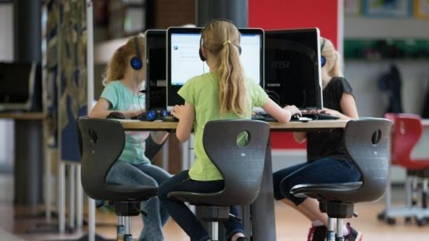 Computer-Arbeitsplatz in Schule