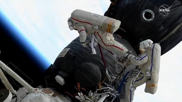 Kosmonauten untersuchen Leck bei ISS-Außeneinsatz