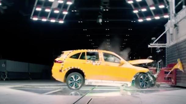 Elekroauto: Daimler zeigt Mercedes-Benz EQC im Crashtest