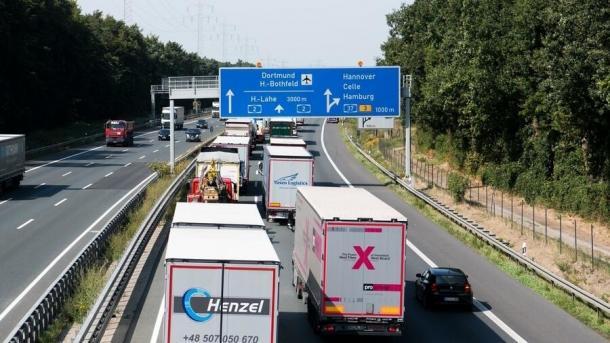 Lkw-Maut: Bund behält Betreiber Toll Collect