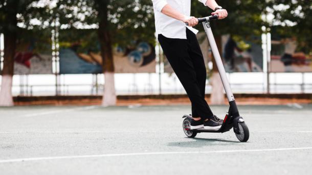 Kommentar: Nur 20 km/h auf E-Scootern – Fahrspaß in Deutschland nur fürs Auto