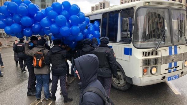Tausende Menschen demonstrieren in Moskau für freies Internet