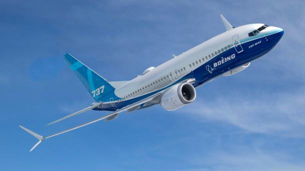 Fliegende Boeing 737 Max 9 von unten
