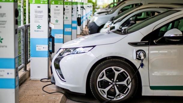 Elektroautos: Deutlich mehr E-Ladestationen – Großstädte kritisieren Förderung