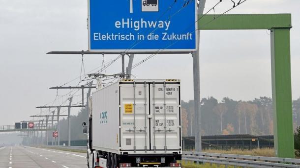 Elektro-Lastverkehr: Daimler stellt sich gegen Oberleitungen