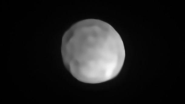 Astronomie Hygiea kugelförmig und damit wohl der bislang kleinste Zwergplanet