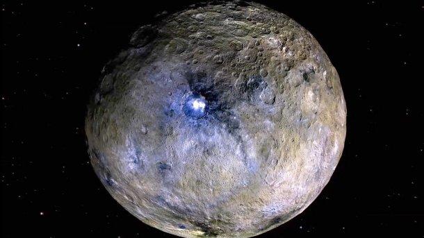 Zwergplanet Ceres: Helle Flecken als Spur eines unterirdischen Ozeans