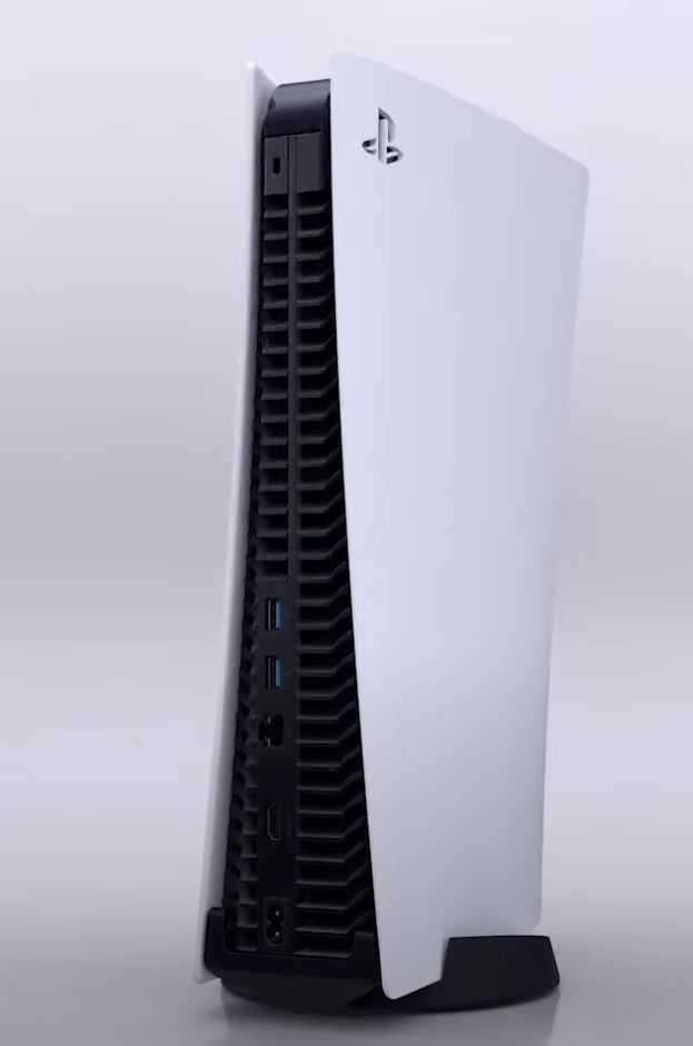 Die rückseitigen Anschlüsse der Playstation 5: Ein optischer Ausgang fehlt.