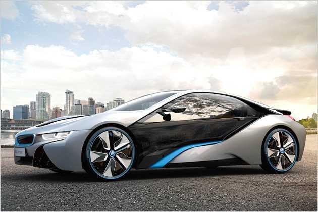 Der Sportwagen wird von einem Elektro- und einem Ottomotor angetrieben.
