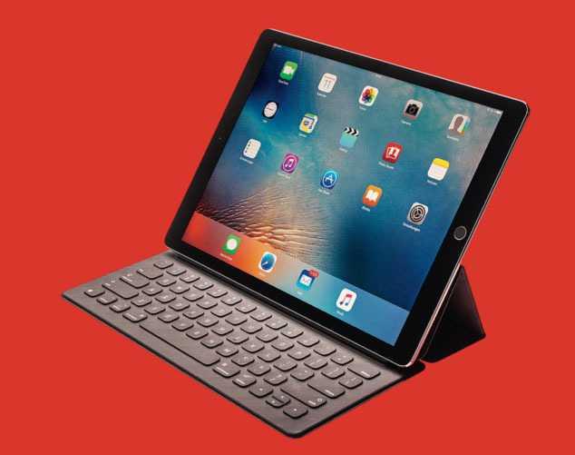Klapptastaturen wie die des iPad Pro bieten meist weniger Stabilität und Flexibilität als die der Hybrid-Tablets.