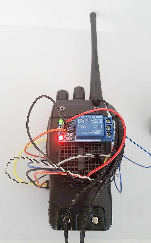 Rückseite des Funkgeräts mit Relais