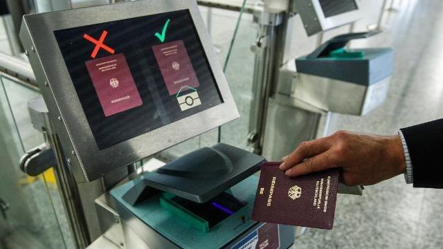 Ausweis-Scanner Flughafen Frankfurt/Main