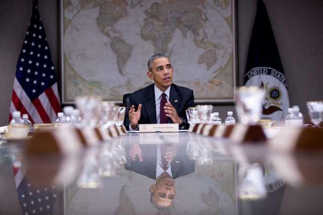 Barack H. Obama an langem Tisch