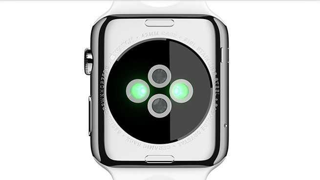 Sensoren (Infrarot und LEDs mit sichtbarem Licht) auf der Gehäuserückseite messen den Puls des Nutzers.