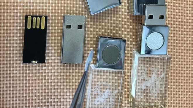 Der 5GBioShield zerlegt: Es handelt sich um einen 128 MByte kleinen USB-Stick.
