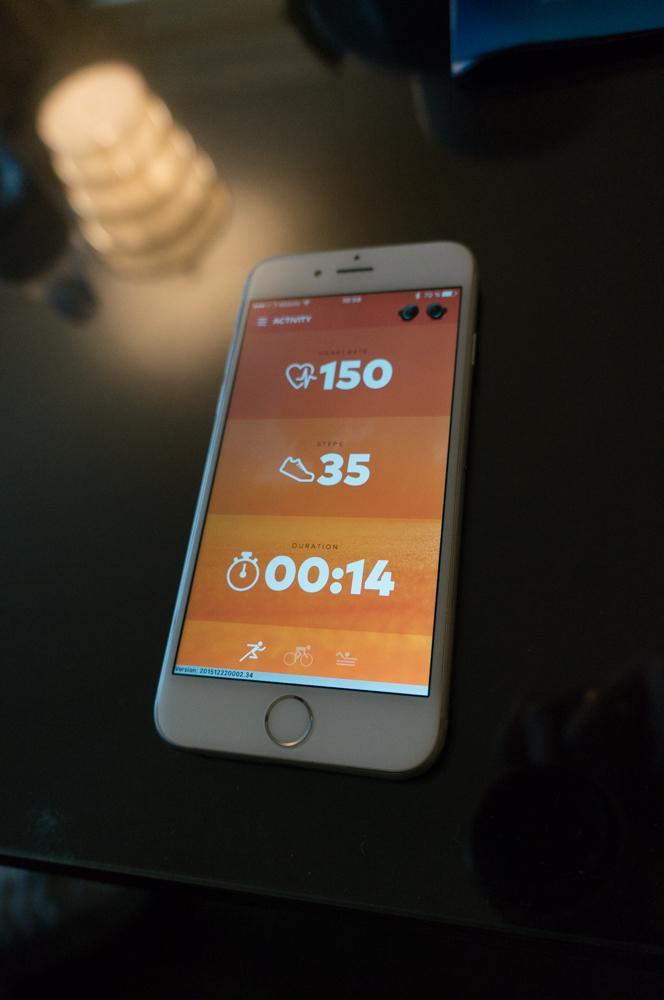 Blick auf die Fitness-App, die zu The Dash ausgeliefert wird. Die Ohrhörer sagen aktuelle Werte beim Training aber auch an.