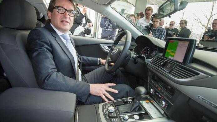 """Gesetz zum automatisierten Fahren: """"Das Auto lenkt, der Fahrer haftet"""""""