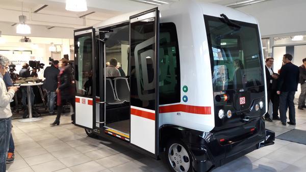 Autonomer Bahn-Bus