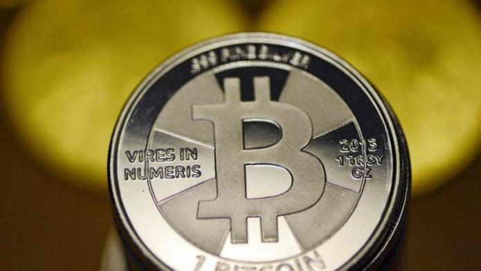 Bitcoin sackt weiter ab: Kurs fällt unter 3000 Dollar