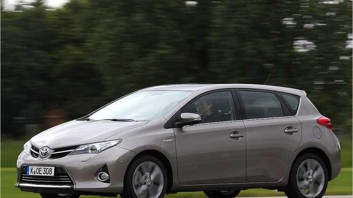 Äußerlich weist nur wenig auf den Hybridantrieb im Auris hin.
