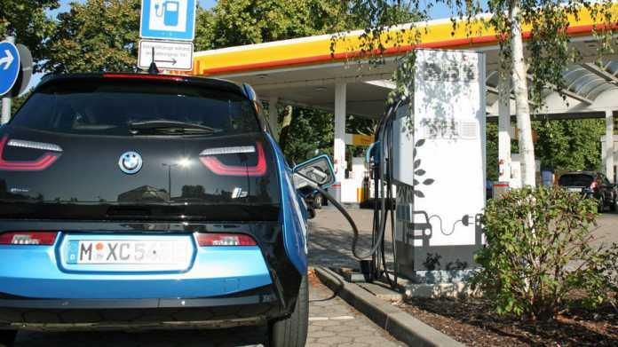 Kretschmann: blaue Plakette statt Verbot von Autos mit fossilem Kraftstoff ab 2030