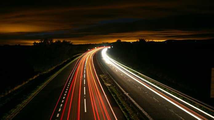 Verkehr, Infrastruktur, Autobahn, E-Auto
