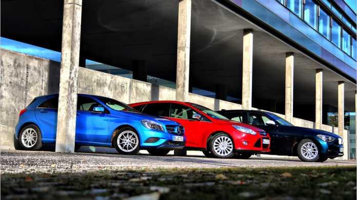 Die neue Mercedes A-Klasse, der Ford Focus und der BMW 1er (von links)