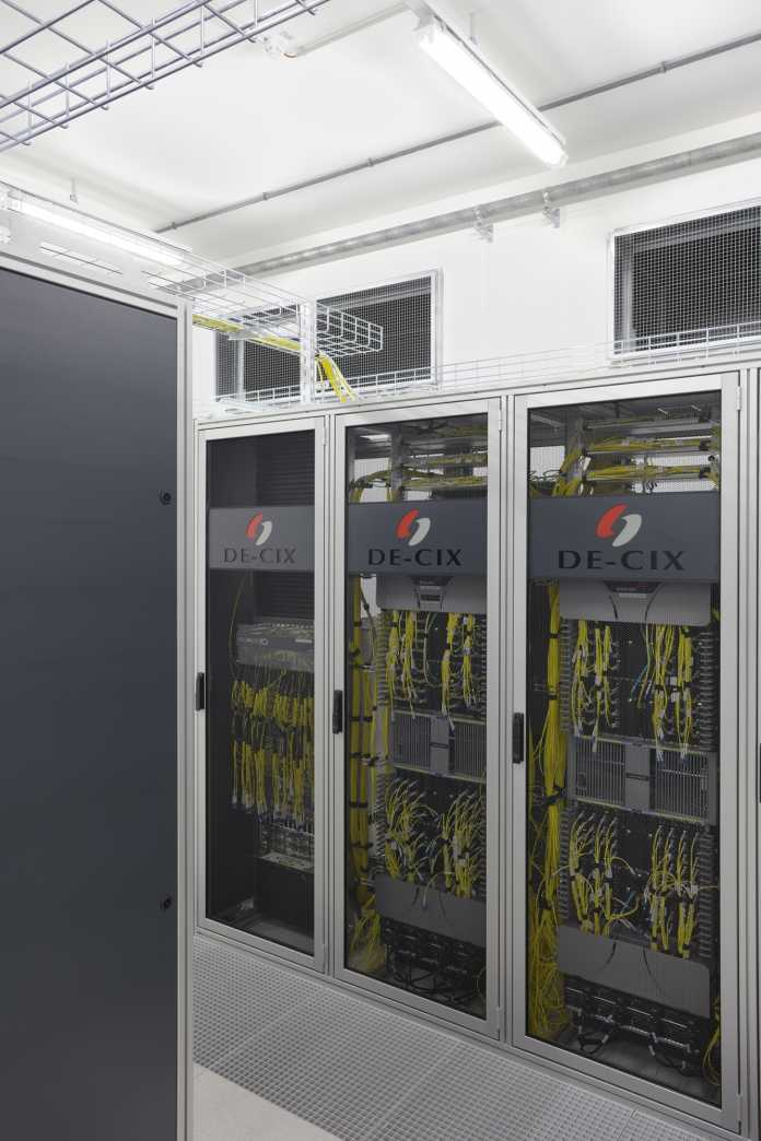 Core-Switches in Racks des Internet-Knotens De-CIX