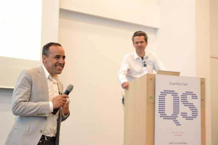 Gastgeber und Moderator der Konferenz war Gary Wolf (links im Bild), Mitgründer von Quantified Self. Schon zum dritten mal lud er Self-Tracker von der ganzen Welt nach Amsterdam ein.