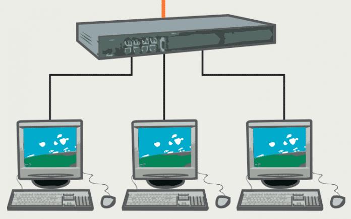 Ein Router, der seinen Clients IPv4-Adressen per DHCP zuteilt, sollte vor jeder Zuteilung sicherheitshalber ermitteln, ob eine Adresse eventuell schon vergeben ist, etwa durch manuelle Konfiguration. Das macht er mittels ARP-Requests. Manche Router sparen sich das, andere machen das ganz gewissenhaft und fragen mehrfach nach, was den Vorgang in die Länge zieht.
