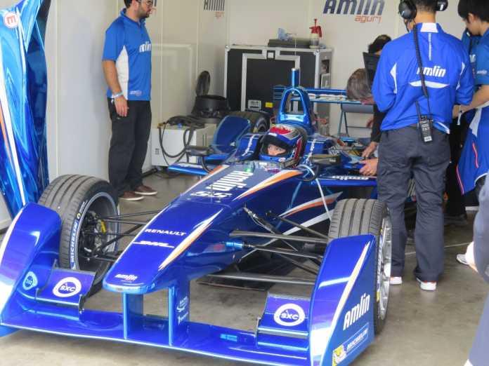 Alle Teams fahren in der ersten Saison der Formula E das gleiche Auto: Den Spark-Renault SRT_01E, hier vom Team Amlin Aguri mit Katherine Legge am Steuer