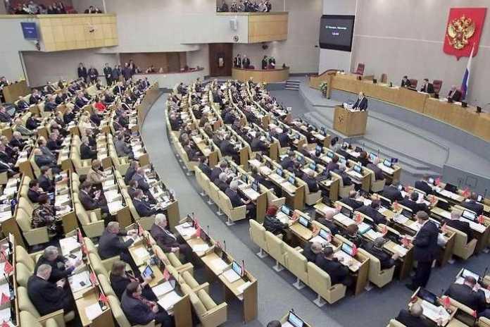 Das russische Parlament zwingt Internetfirmen zum Datensammeln.