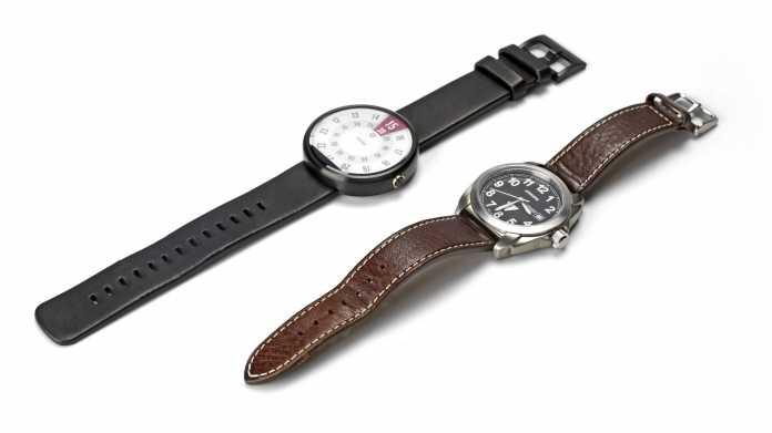 Auch im Vergleich zu einer konventionellen Armbanduhr macht die Moto 360 keinen sonderlich klobigen Eindruck.