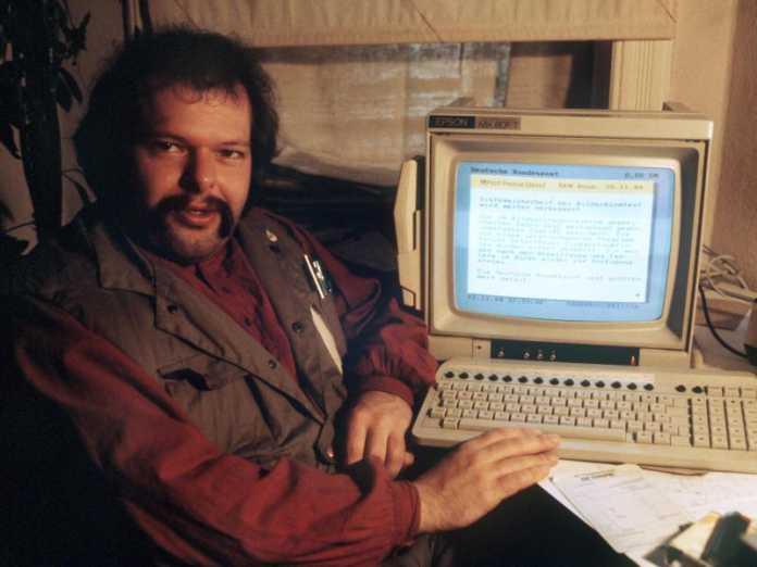 Wau Holland vom Chaos Computer Club im November 1984. Mitglieder des Clubs hackten das BTX-System der Post.