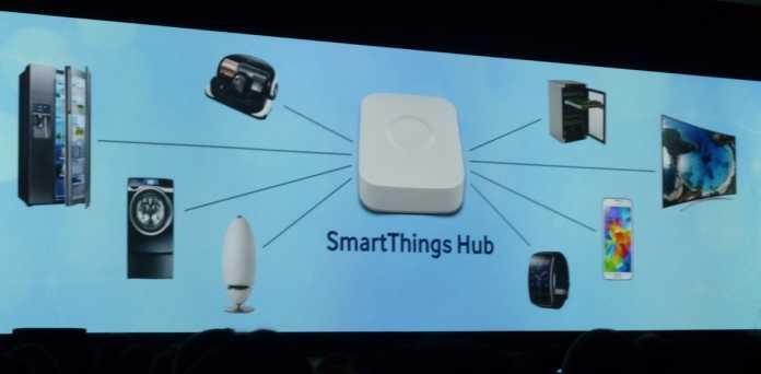 Der Hub vernetzt alle intelligenten Geräte im aus und bringt sie so ins Internet der Dinge.