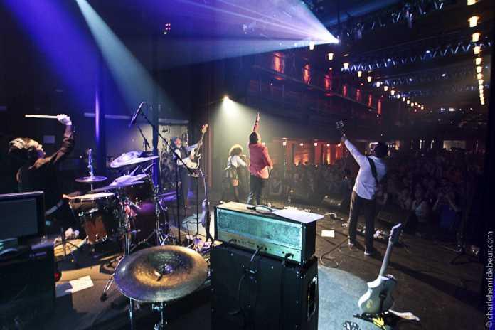 In Nordamerika rocken die Easton Ellises große Konzerthallen.