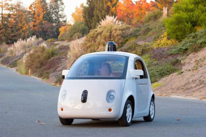 Google entwickelte auch einen eigenen Prototypen für ein selbstfahrendes Auto, das unter anderem ohne Lenkrad auskommt.