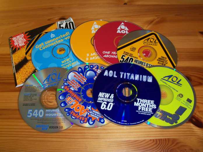 Eine Schüttung von AOL-CD-ROMs
