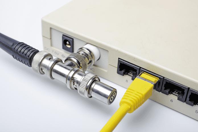 Ethernet-Hub mit Twisted-Pair und Koax-Buchse