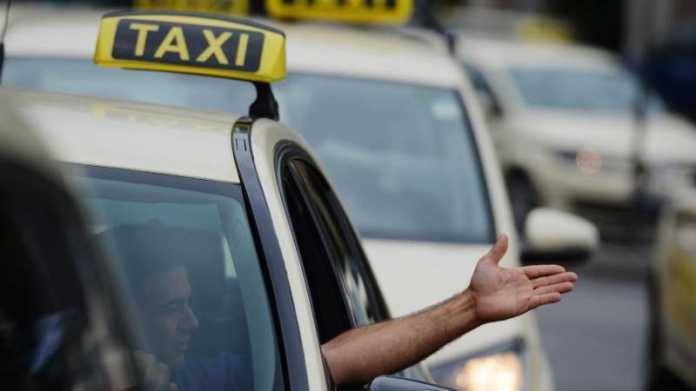 Taxis in Warteschlange