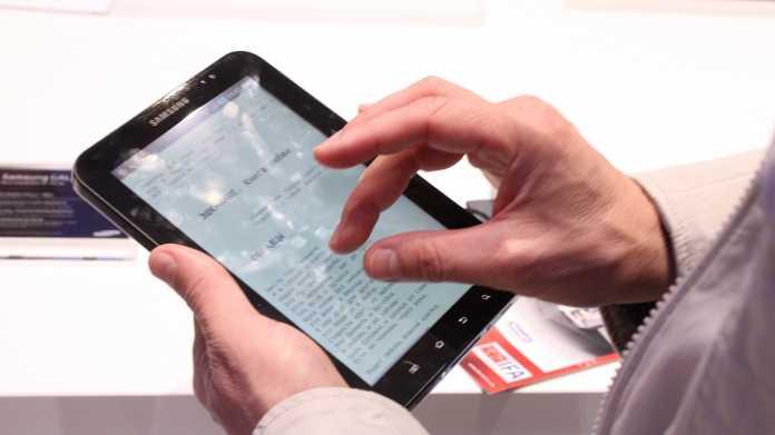 Hand über Touchscreen